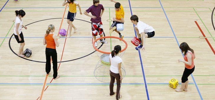 Sprzęt sportowy dla szkół – czy szkoła może być fajna?